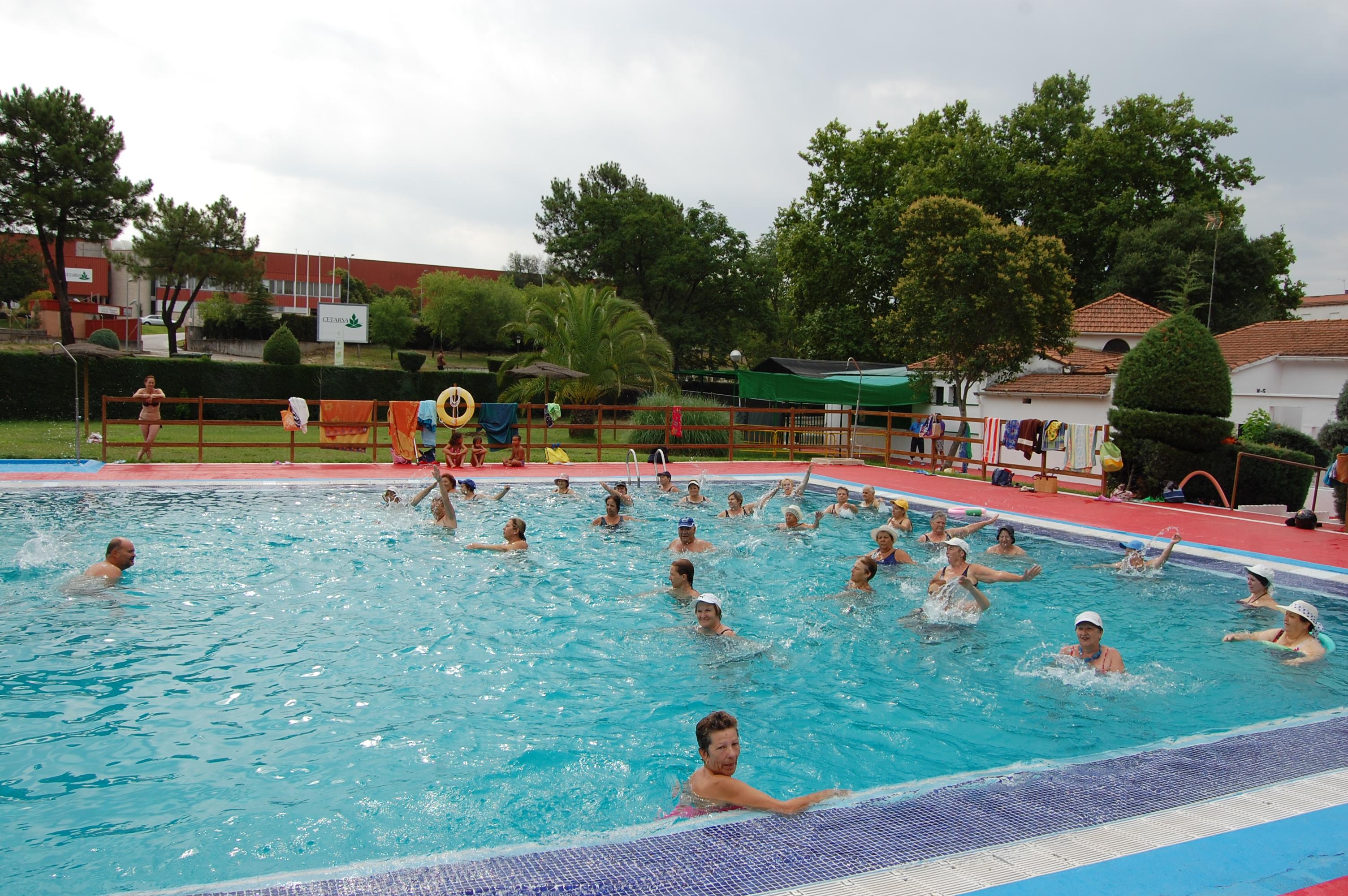 El ayuntamiento de talayuela organiza clases de aquagym en for Piscina municipal caceres